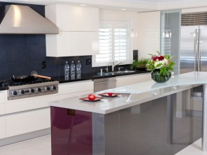 DP_Danenberg-Design-modern-Italian-kitchen-island-vent-hood_s4x3_lg